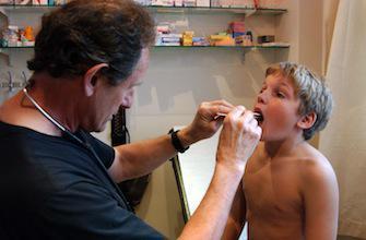 Mal de gorge : un test pour consommer moins d'antibiotiques