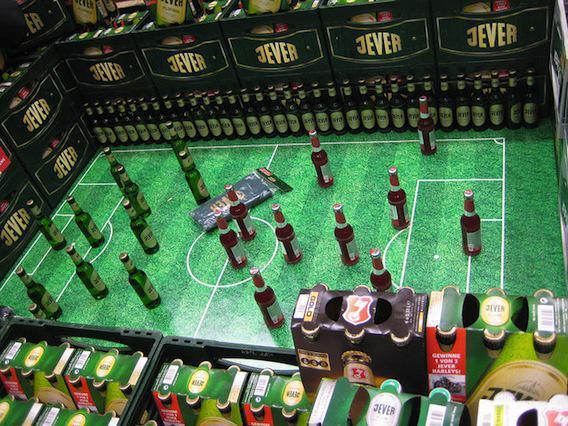 Bière : la Ligue de football fait pression pour la vendre dans les stades