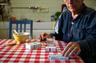 Seniors : respecter les traitements avec l'aide du pharmacien