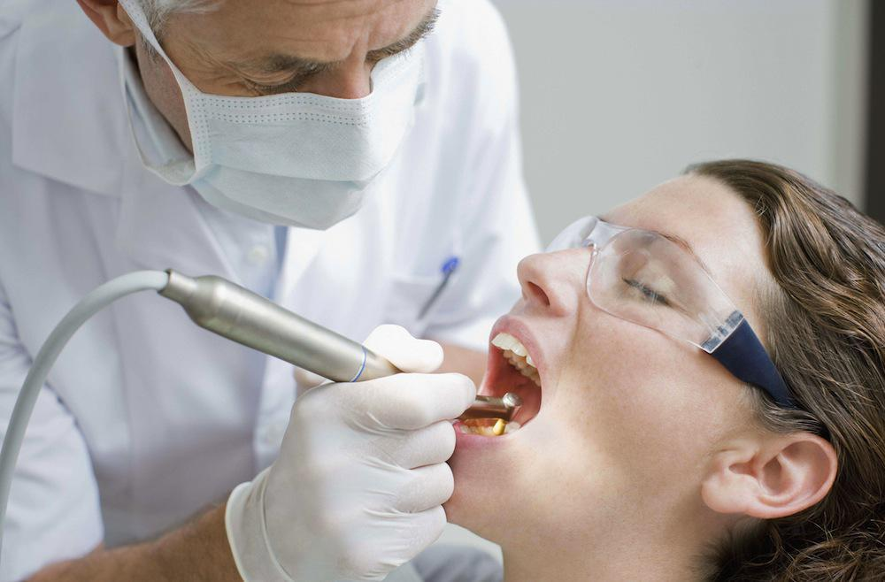 Un dentiste a contaminé potentiellement 22 000 patients