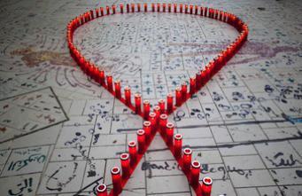 SIDA : AIDES favorable aux antirétroviraux en prévention pour les homosexuels
