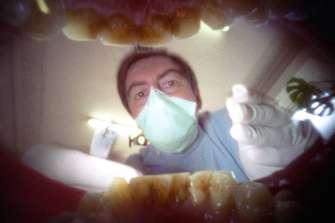 Prothèses dentaires : Macron veut la transparence sur le prix d'achat