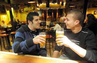 3,5 verres d'alcool par jour font perdre la mémoire 6 ans plus tôt