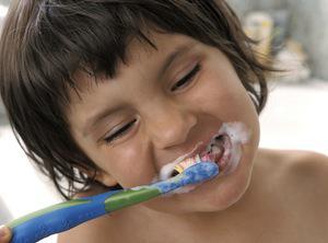 Les dentistes recommandent 2 brossages par jour
