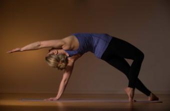 Maladies cardiaques : le yoga aussi efficace que la marche en prévention