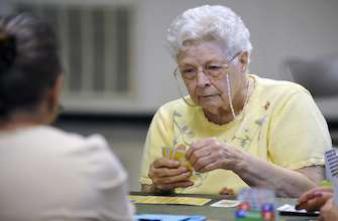 Alzheimer : un test sanguin pour identifier les personnes à risque