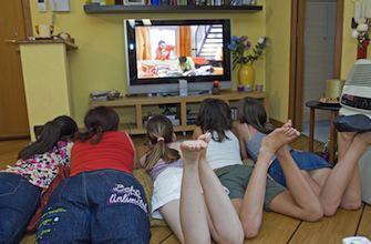 Une télé dans la chambre fait grossir les enfants