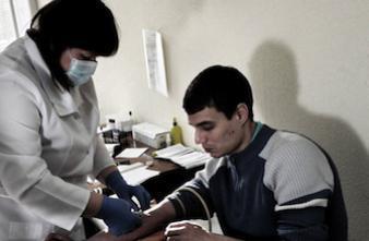 Hépatite B : les toxicomanes se font plus vacciner avec de l'argent