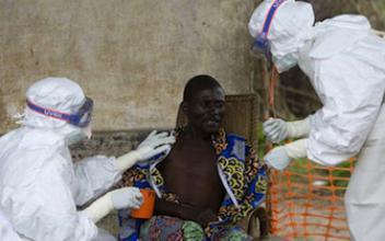 Ebola : les conditions de rapatriement de l'infirmière française