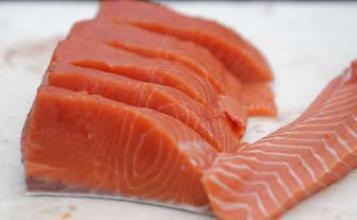 Grossesse : manger des poissons gras serait bénéfique pour le bébé