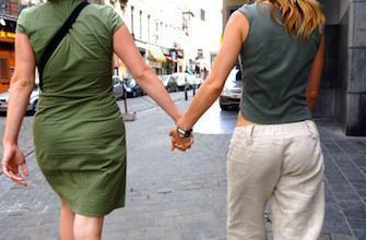 PMA pour les homosexuelles: François Hollande saisit le comité d\'éthique