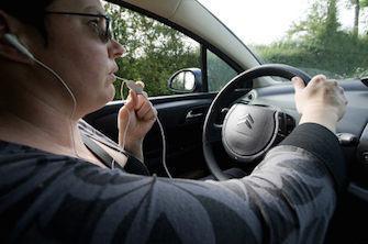 Sécurité routière : interdiction du kit mains libres à partir de juin 2015