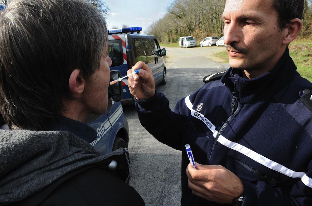 Drogue au volant : 10 départements mettent en place un test salivaire