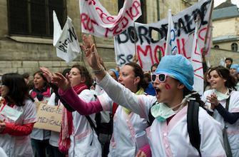 Des milliers de sages-femmes dans la rue pour un meilleur statut