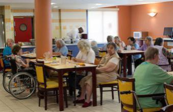 Maisons de retraite : 1 résident sur 5 est atteint d'Alzheimer