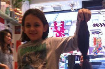 J'ai 10 ans, j'ai coupé 30 cm de mes cheveux pour les malades du cancer