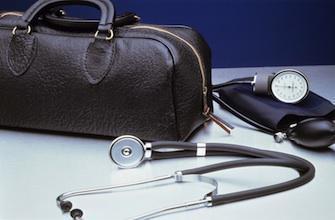 Défenseur des droits: la tension monte entre médecins et patients