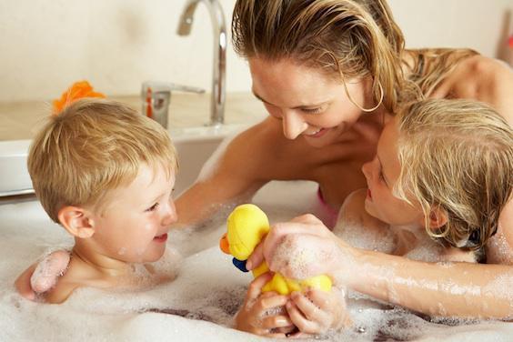 Se montrer nu devant ses enfants : jusqu'à quel âge ?
