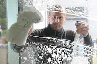 Laver sa maison à l'eau de javel favorise les infections chez l'enfant