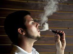 E-cigarette : une étude dresse le portrait robot du vapoteur