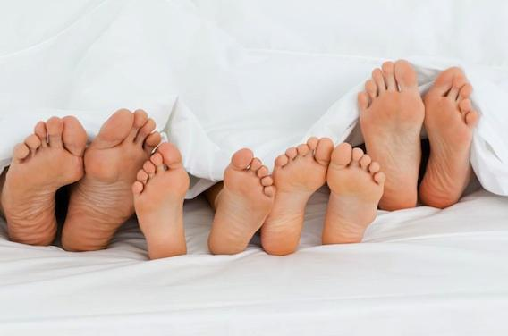 Bébé dans le lit des parents, c'est grave docteur ?