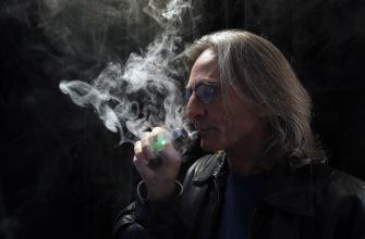 Cigarette électronique : les jeunes la testent, les plus vieux l'adoptent