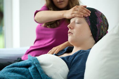 Cancers : un aidant sur dix a quitté son travail