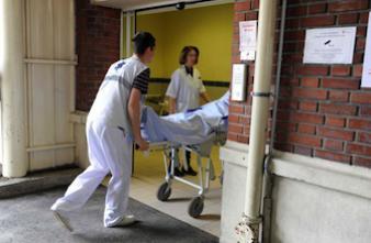 CHU de Brest: un médecin réussit une autogreffe de cuir chevelu