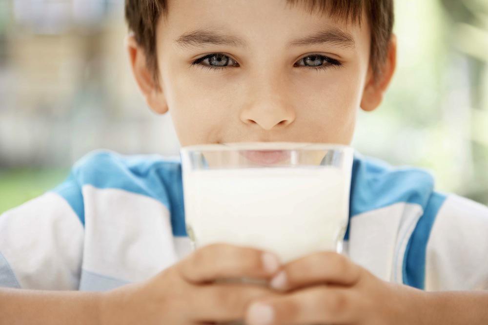 Vitamine D : ne pas boire de lait de vache expose à des carences