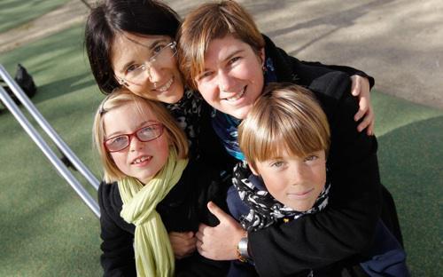 PMA à l'étranger : la Cour de cassation reconnaît le droit à l'adoption