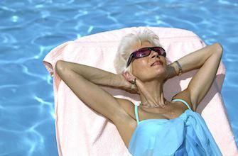 Les crèmes solaires donnent un vrai coup de jeune à la peau