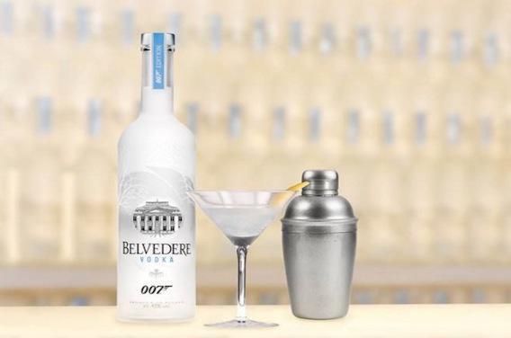 Alcool : pourquoi James Bond boit-il autant ?