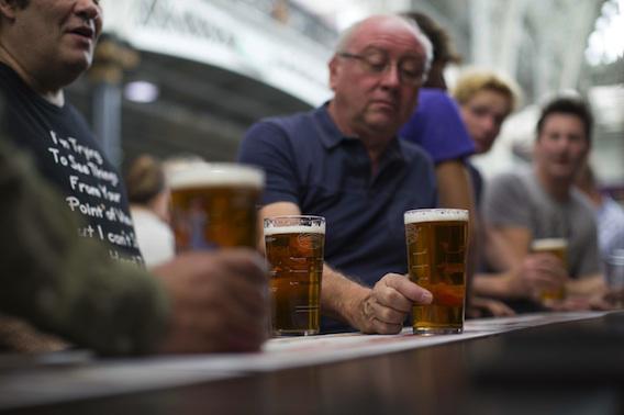 Royaume Uni : 6 pintes de bière maximum par semaine