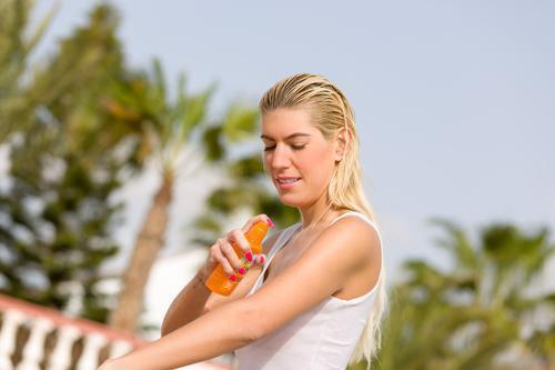 Cancer de la peau : les anciens malades se protègent mal du soleil