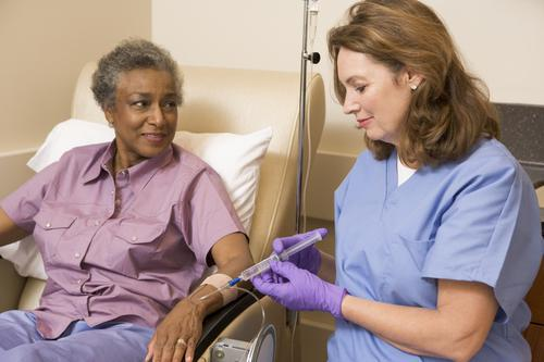 Cancer du sein : les médecines douces influencent le choix des femmes