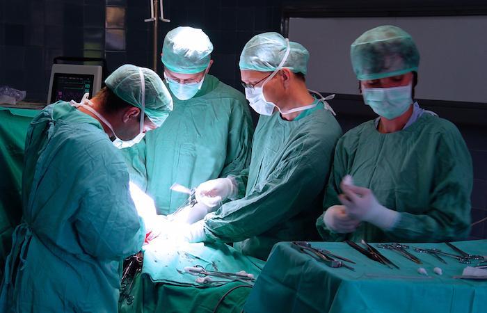 Mauvais testicule opéré : comment les hôpitaux évitent les erreurs