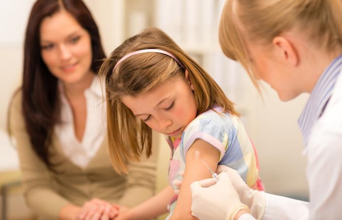 Méningite : 47 communes visées par la vaccination en Bretagne