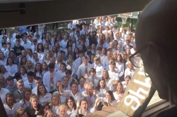 Cancer : 10 jours après le chant de ses élèves, le professeur décède