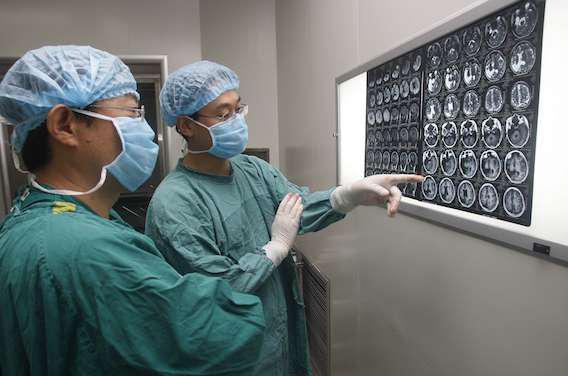 Chirurgie du cerveau : des Français se font opérer sous hypnose