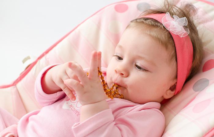 Colliers d'ambre : la plupart sont à haut risque pour les enfants