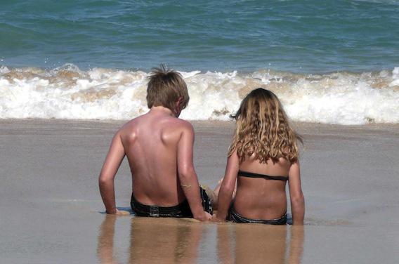 Près d'un jeune sur deux n'utilise pas de crème solaire