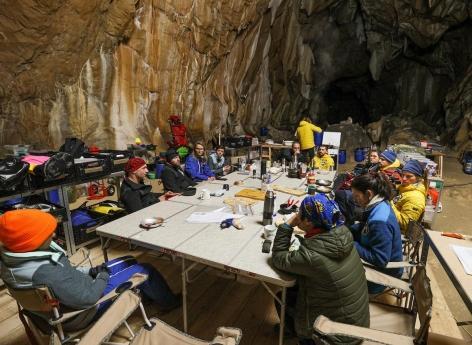 """Confinés 40 jours dans une grotte : """"Au moment de sortir on a eu l'impression qu'on nous enlevait quelque chose.."""""""