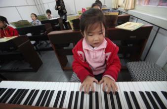 Jouer d'un instrument fait travailler le cerveau des enfants