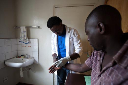 Sida : pourquoi l'exemple ougandais a échoué
