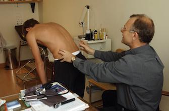 Scoliose : le corset permet d'éviter la chirurgie