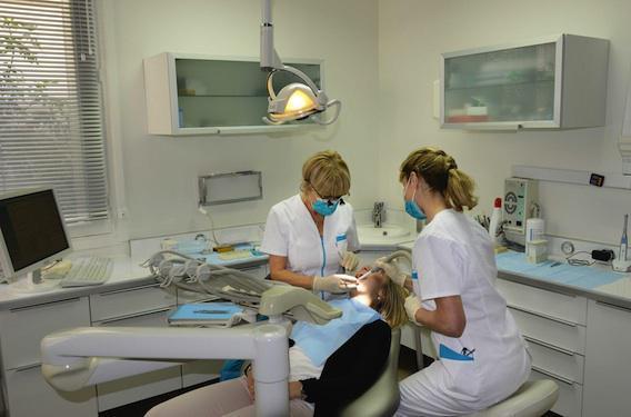Prothèses : un dentiste sur cinq donne un devis détaillé