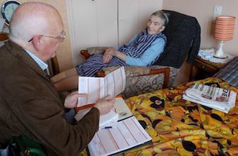 Visite à domicile : des généralistes veulent 23 euros de plus