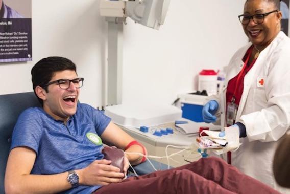 Jay Franzone : abstinent sexuel pendant un an pour donner son sang