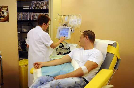 Don du sang ouvert aux homosexuels : pourquoi avoir attendu 32 ans