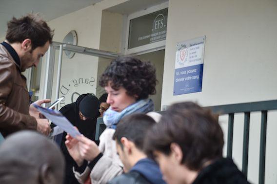 Attentats à Paris : les Français se mobilisent pour donner leur sang